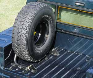2004 Hummer H1 Bed mounted spare tire carrier 5742944